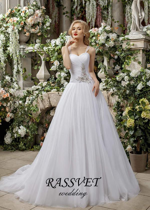 b8055de2447 Белые свадебные платья – наиболее распространенный вариант наряда ...